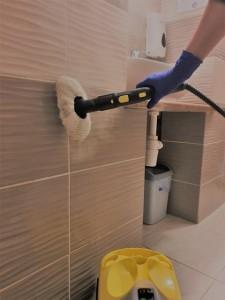 Pokoje oraz łazienki czyszczone są gorącą parą, która zabija wirusy